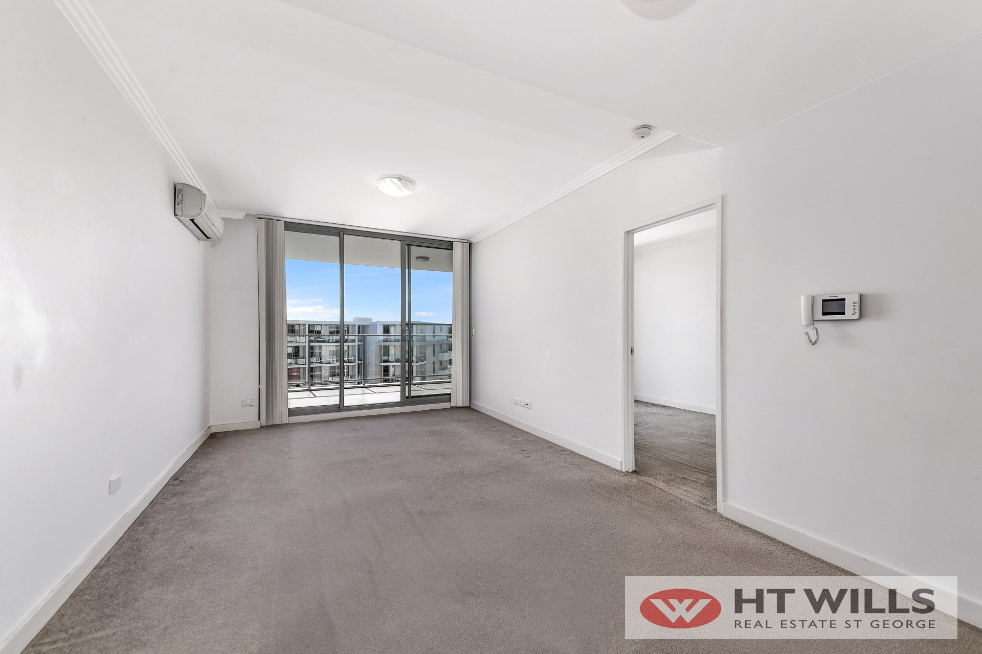 Image: Stylish 2 Bedroom apartment for sale!