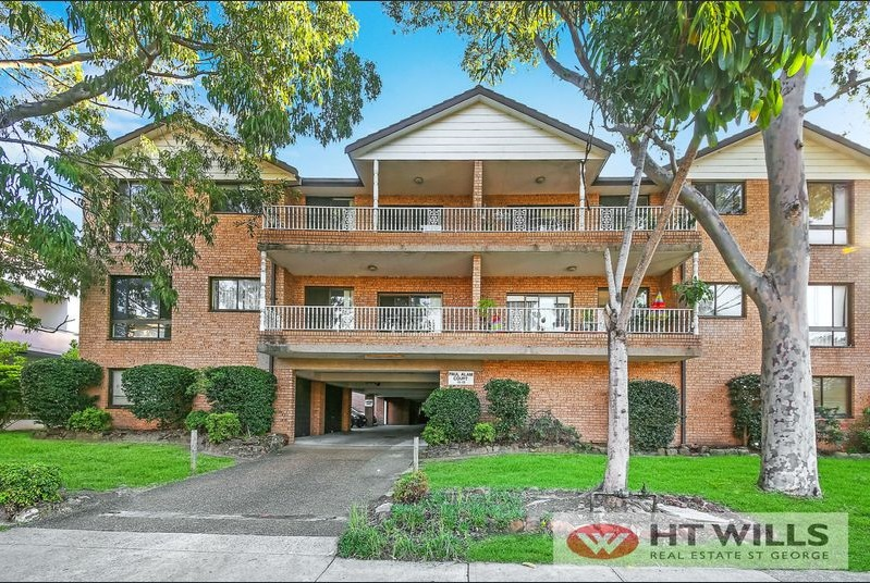 Beautifully presented Two bedroom unit