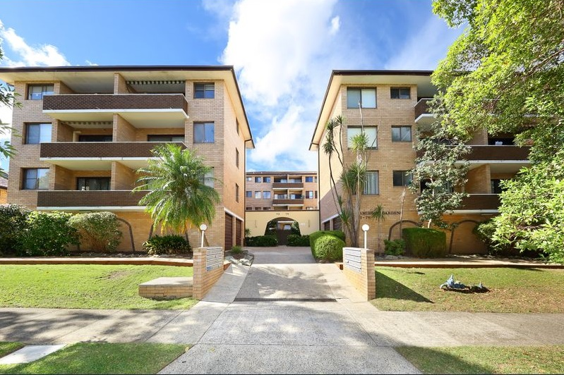 2 BEDROOM UNIT IN EXCELLENT LOCATION