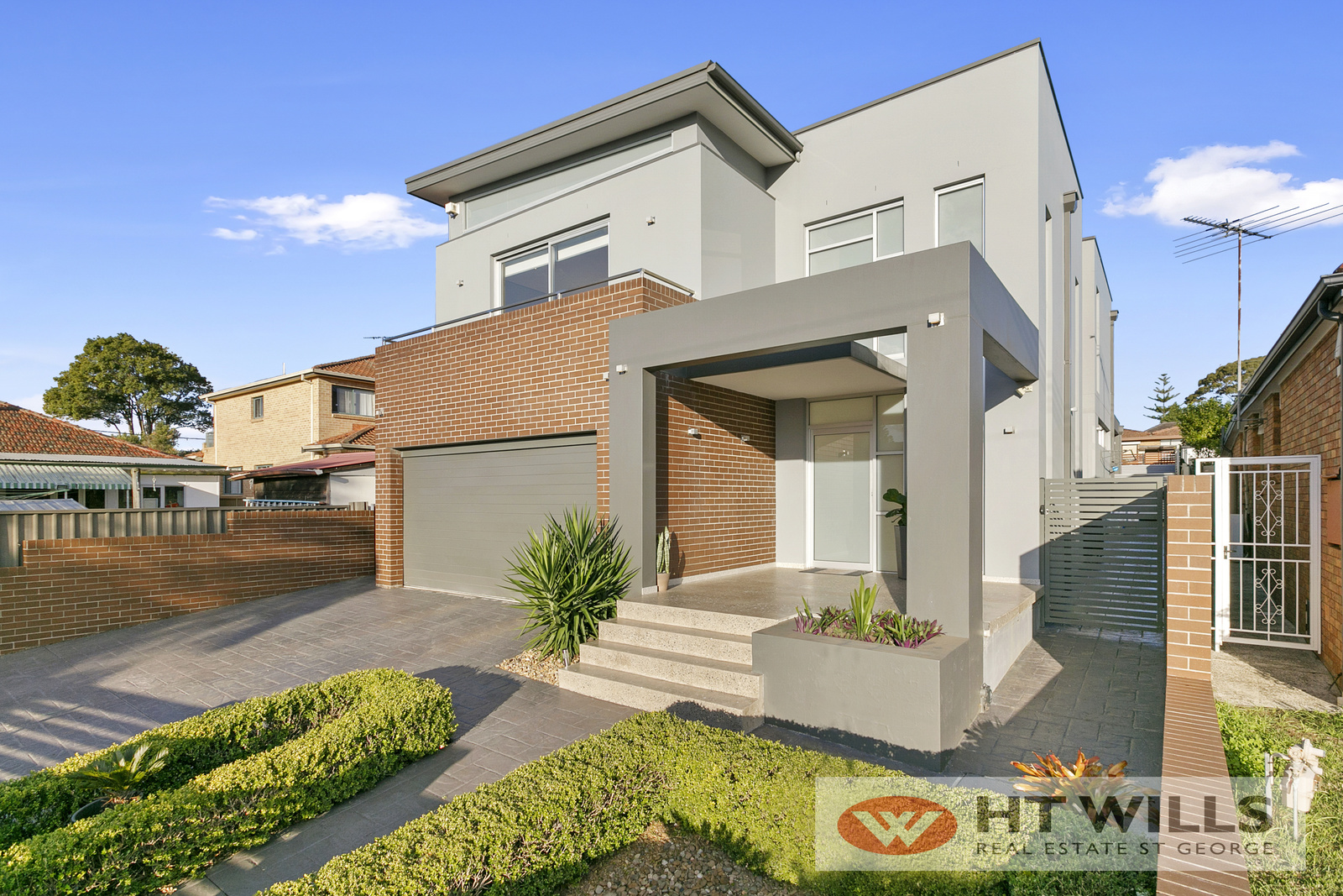 Impeccably Presented Master Built Home