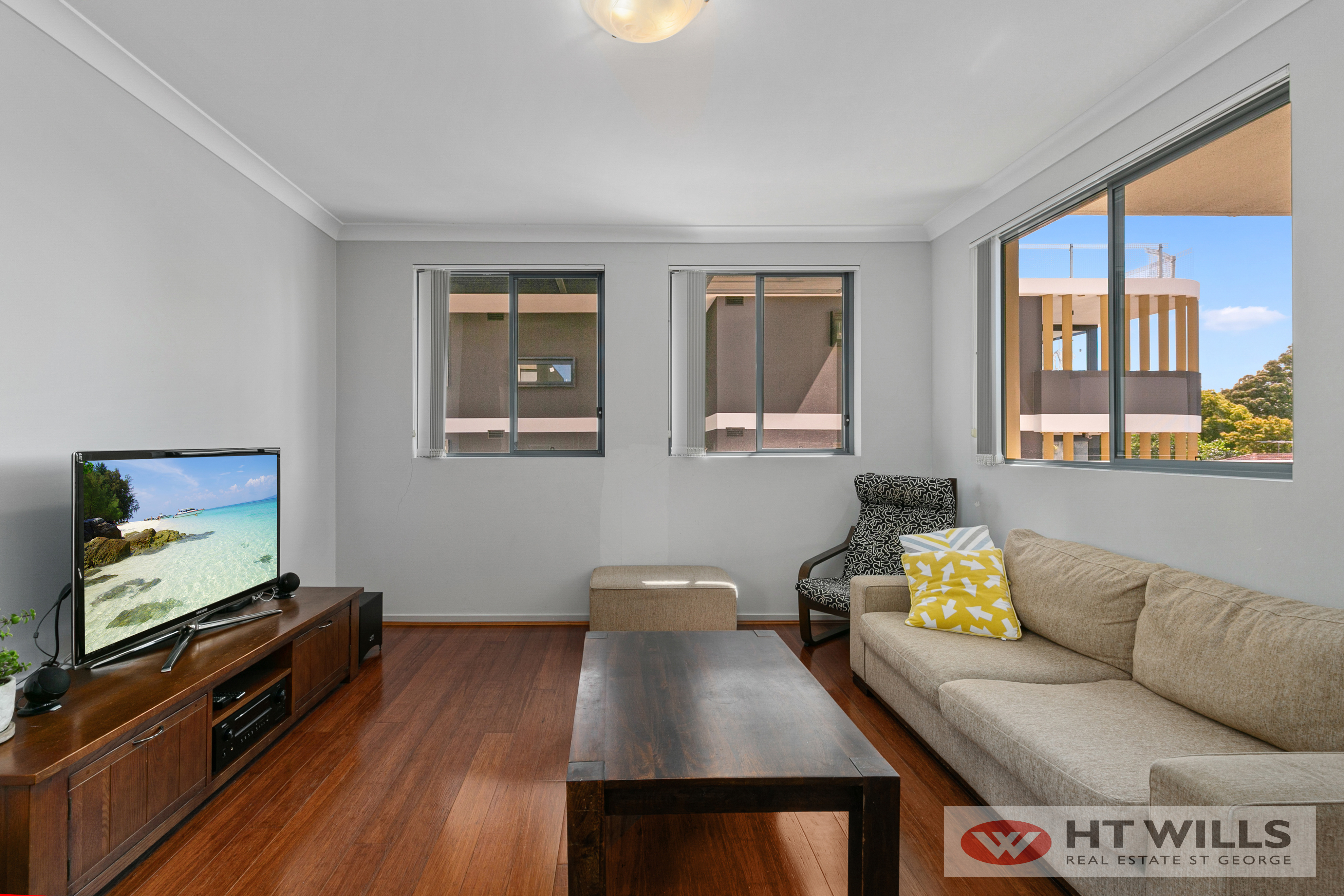 Image: Huge 123sqm 2bd 2bath with laminated flooring throughout the whole apartment