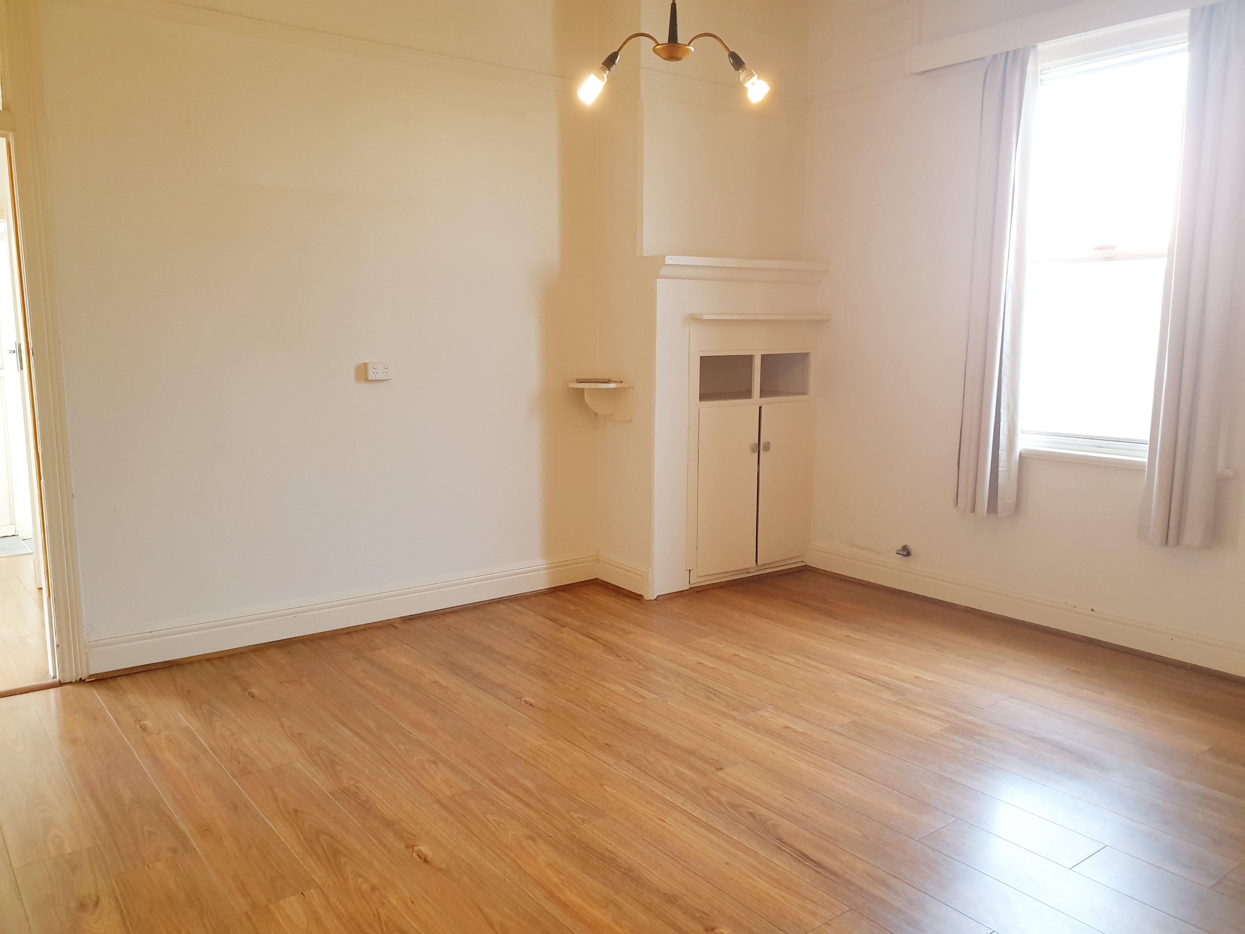 NEAT & TIDY THREE BEDROOM SEMI HOUSE