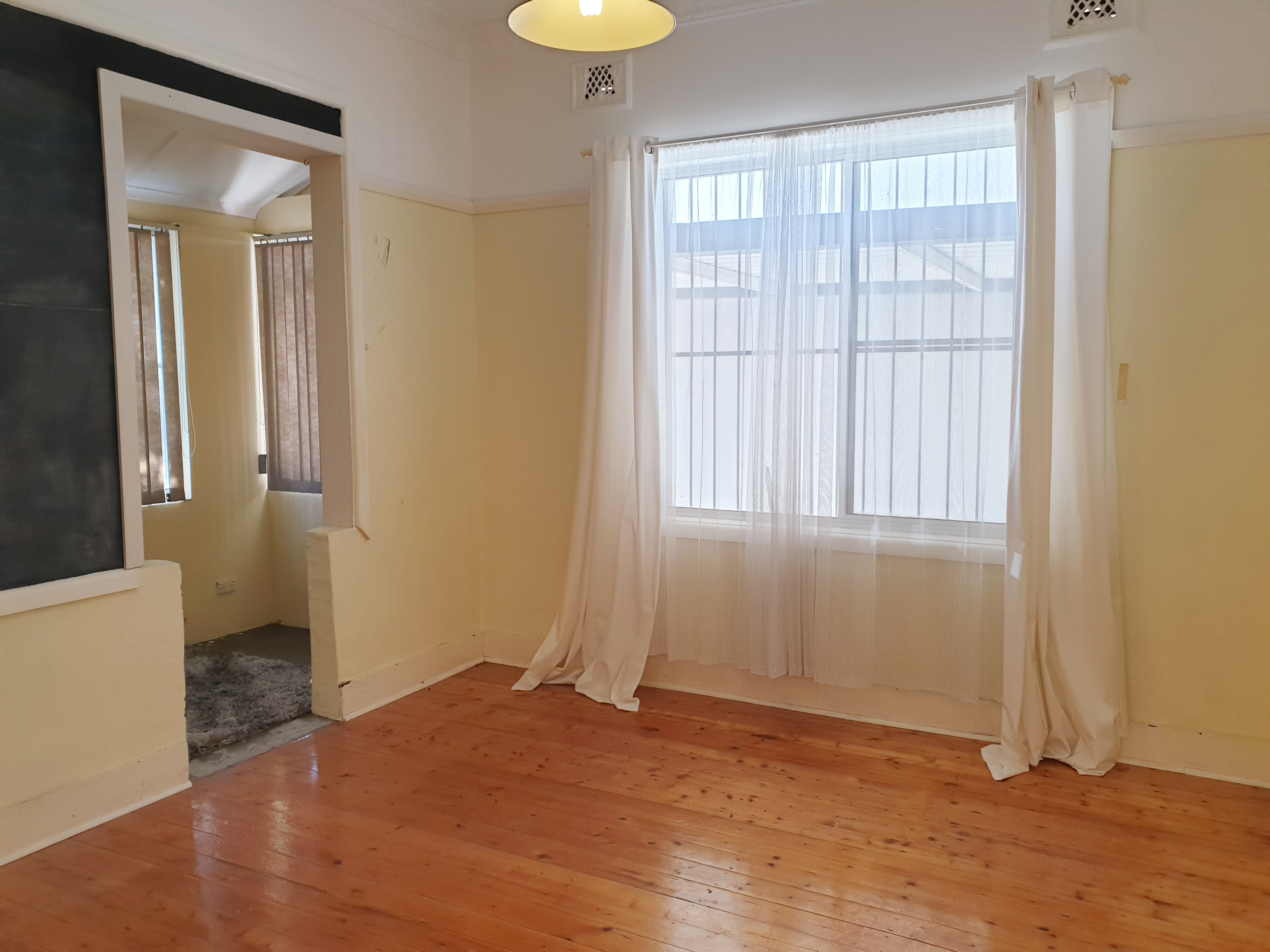 Three Bedroom Home Close to Station
