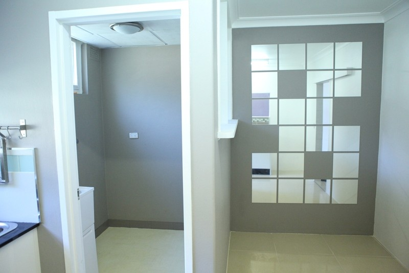 Image: 2 BEDROOM UNIT IN HURSTVILLE