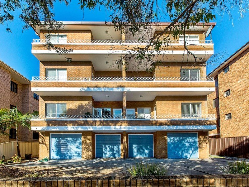 2 Bedroom Unit - Minutes from Beach