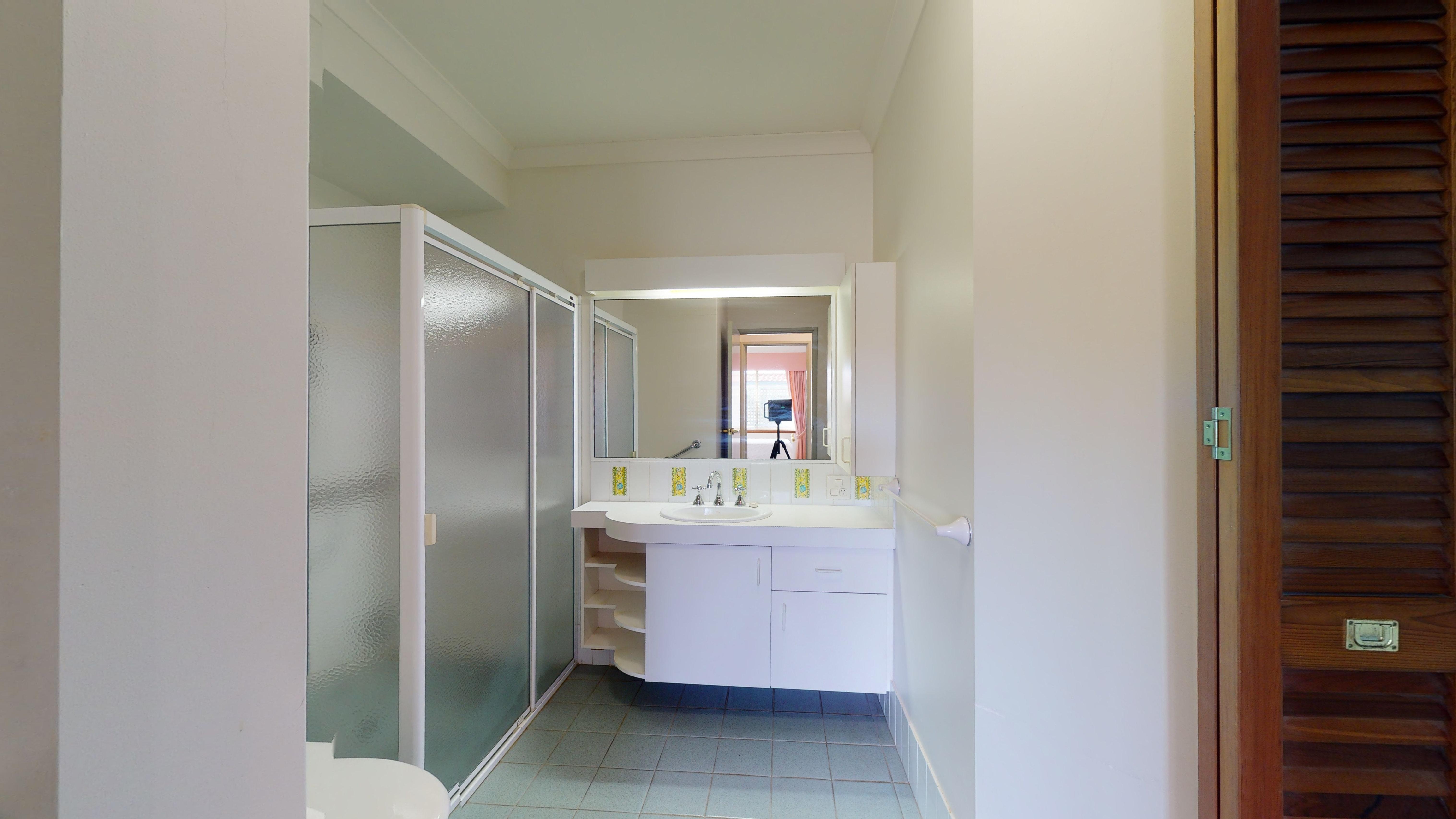 29959138 1622442294 29336 207 177 Dampier Avenue Kallaroo BathroomLaundry