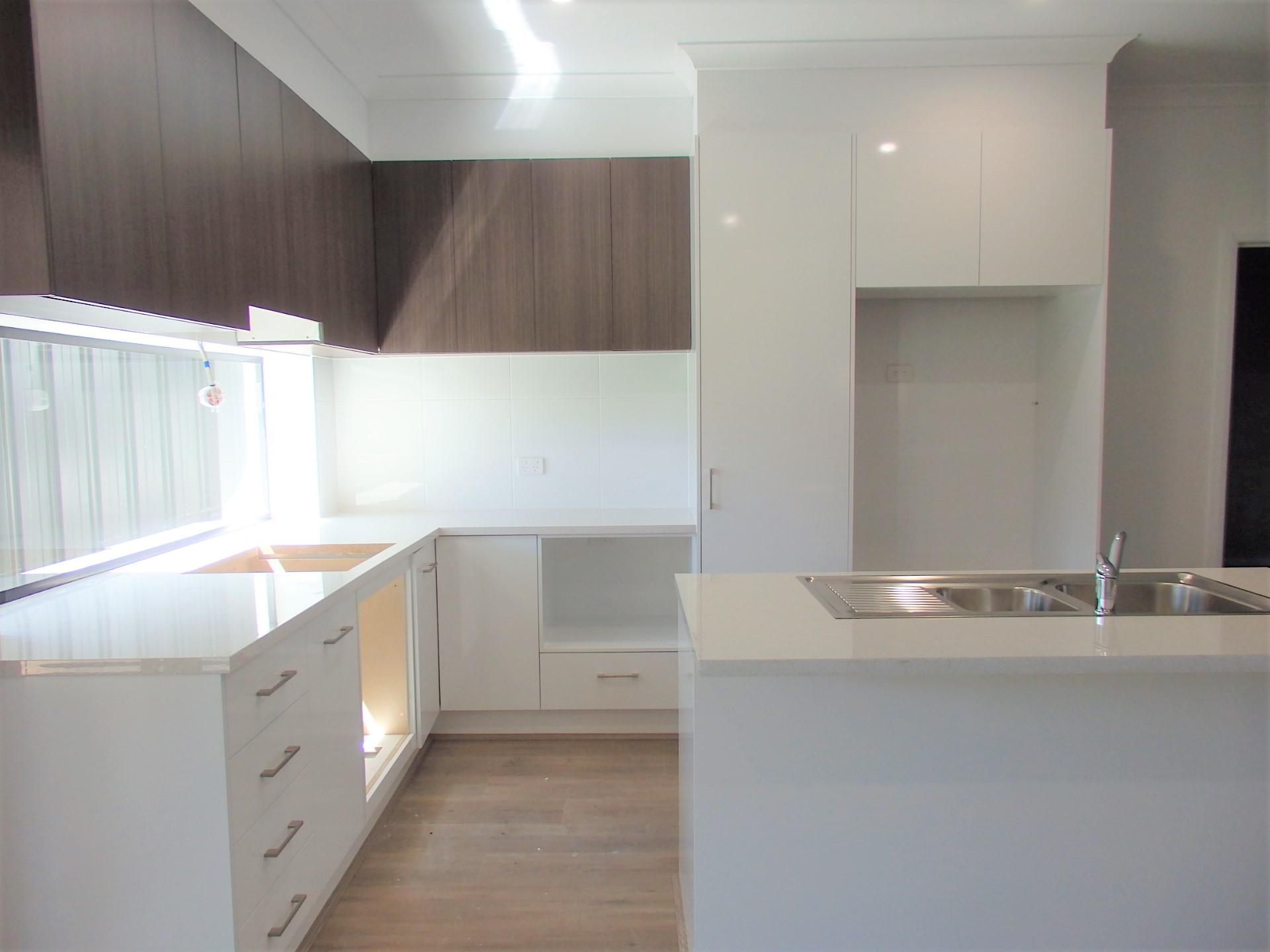 1620177554-2-mydimport-1596538634-hires.24313-Kitchen.jpg