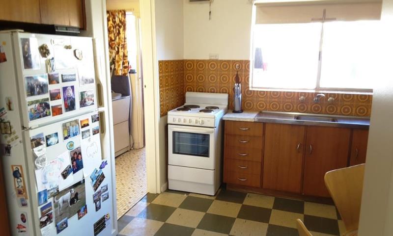 mydimport-1596538589-hires.5495-5-89Esp-Kitchen-1.jpg