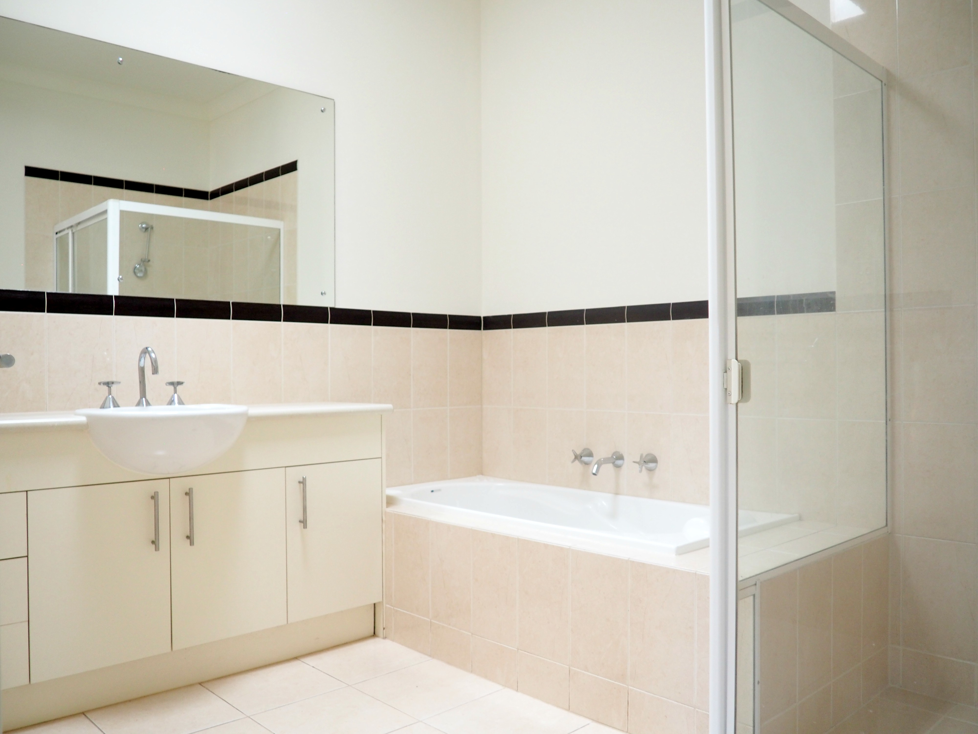 mydimport-1596538590-hires.17672-bathroom.JPG