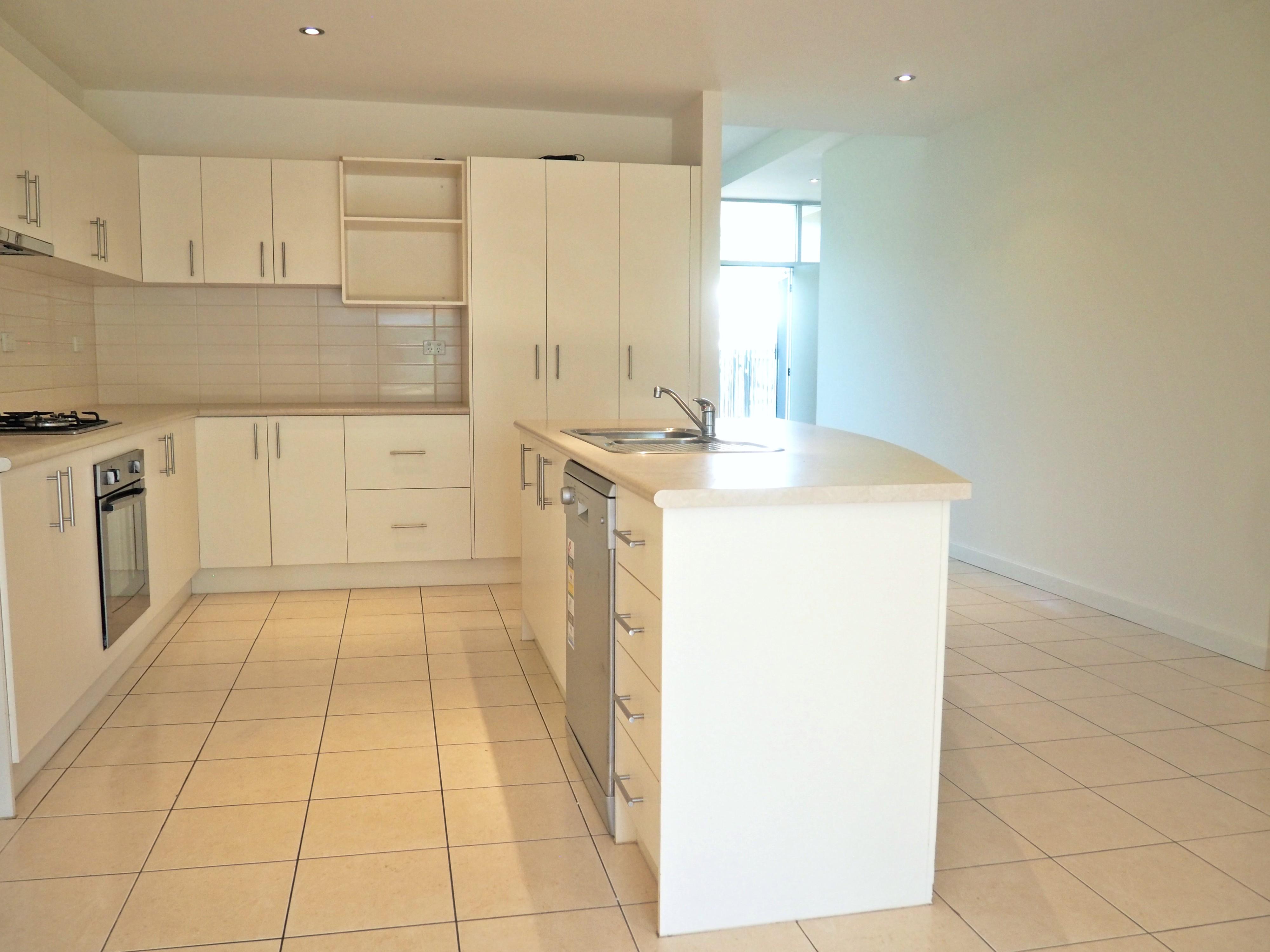 mydimport-1596538590-hires.21004-kitchen.JPG