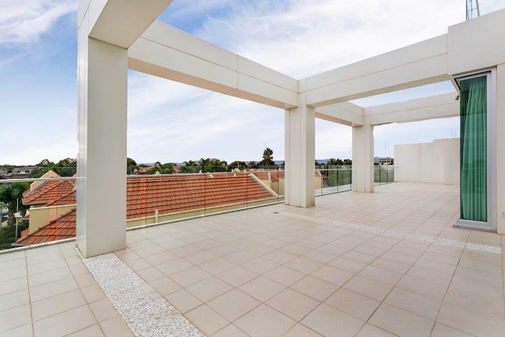 mydimport-1596538610-1418361355-26615-Balcony.jpg