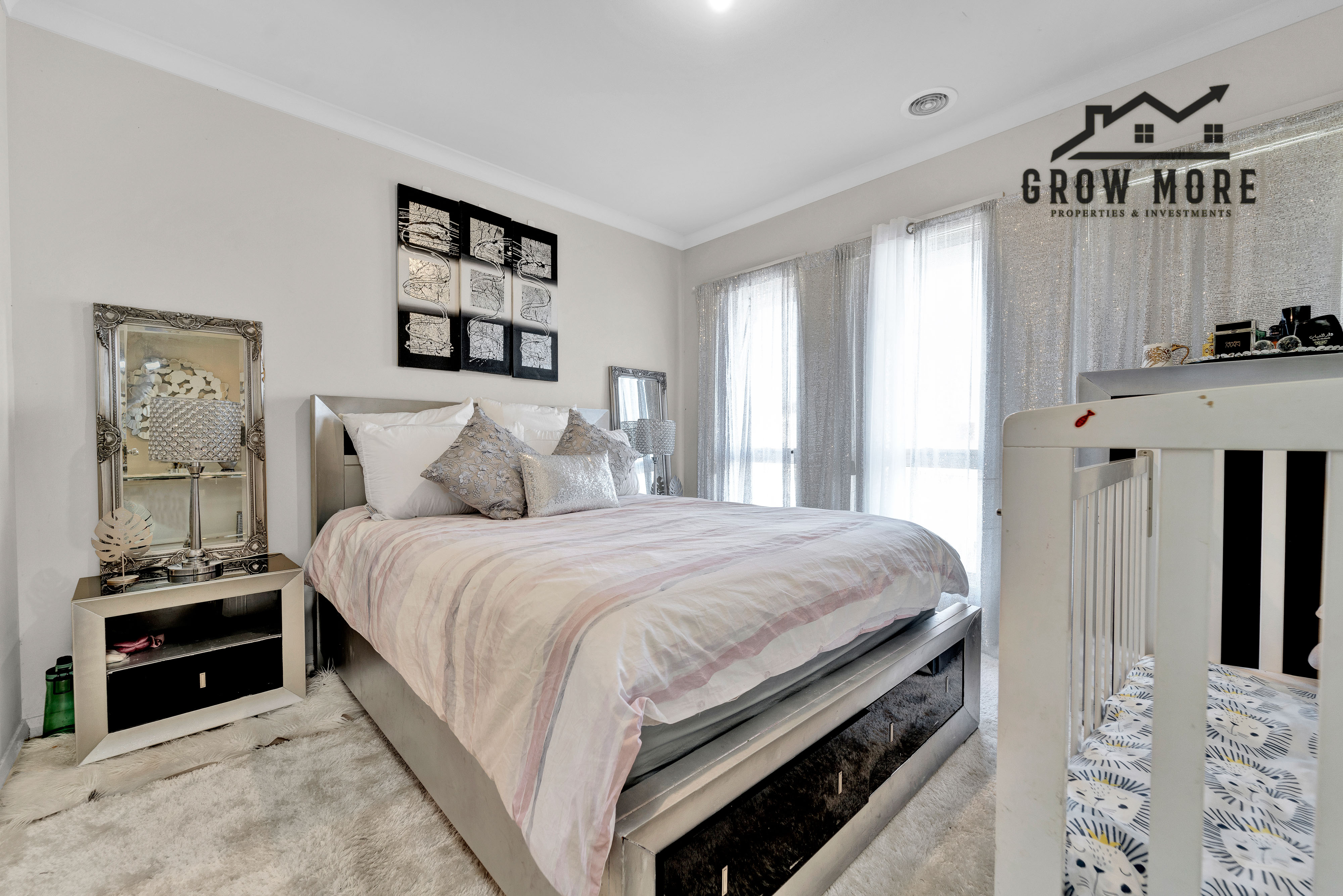 Simply Superb!! Walking Distance  to P9 School -