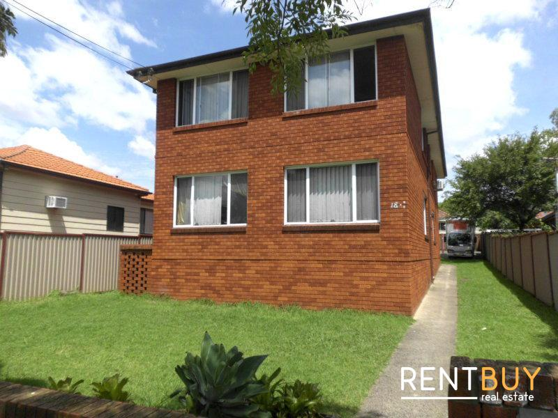 NEAT & TIDY 2 BEDROOMS UNIT LOCATED IN A SMALL COMPLEX