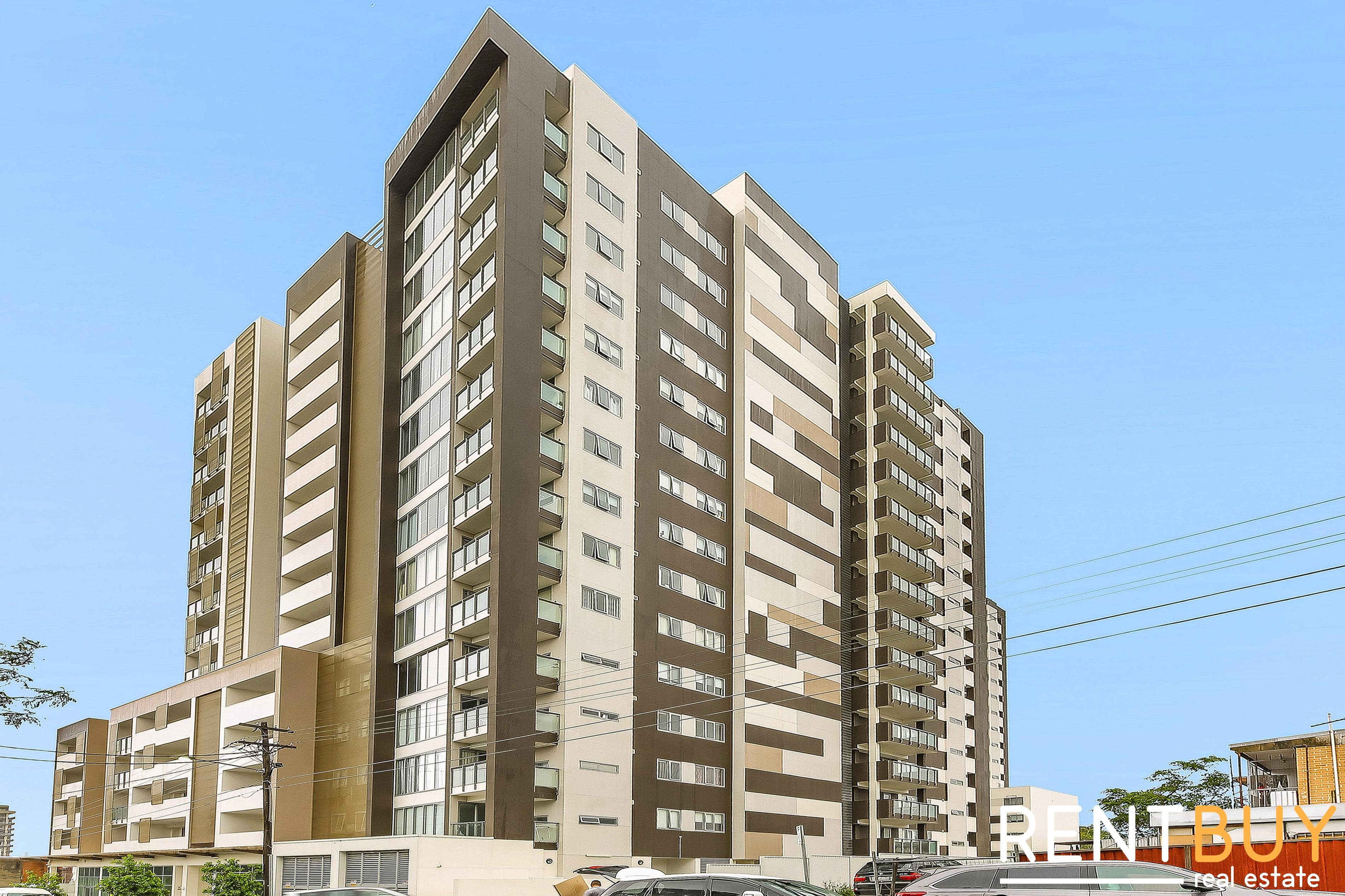 Convenient Living - 2 bedroom Apartment with Courtyard