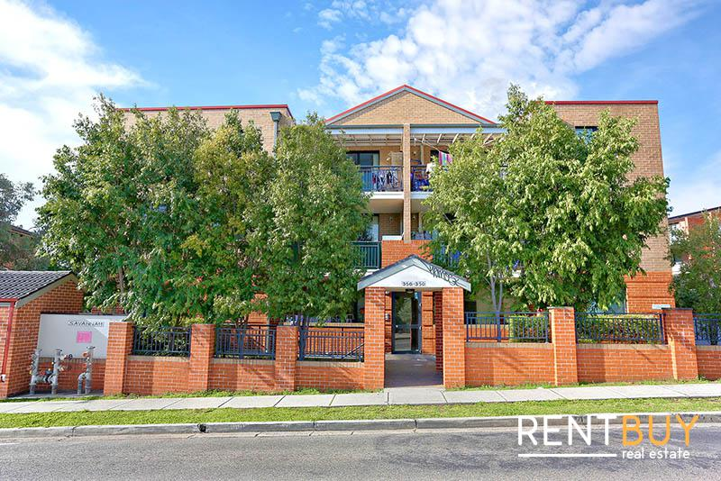 FRESHLY PAINTED NORTH FACING 2 BEDROOM UNIT FOR LEASE