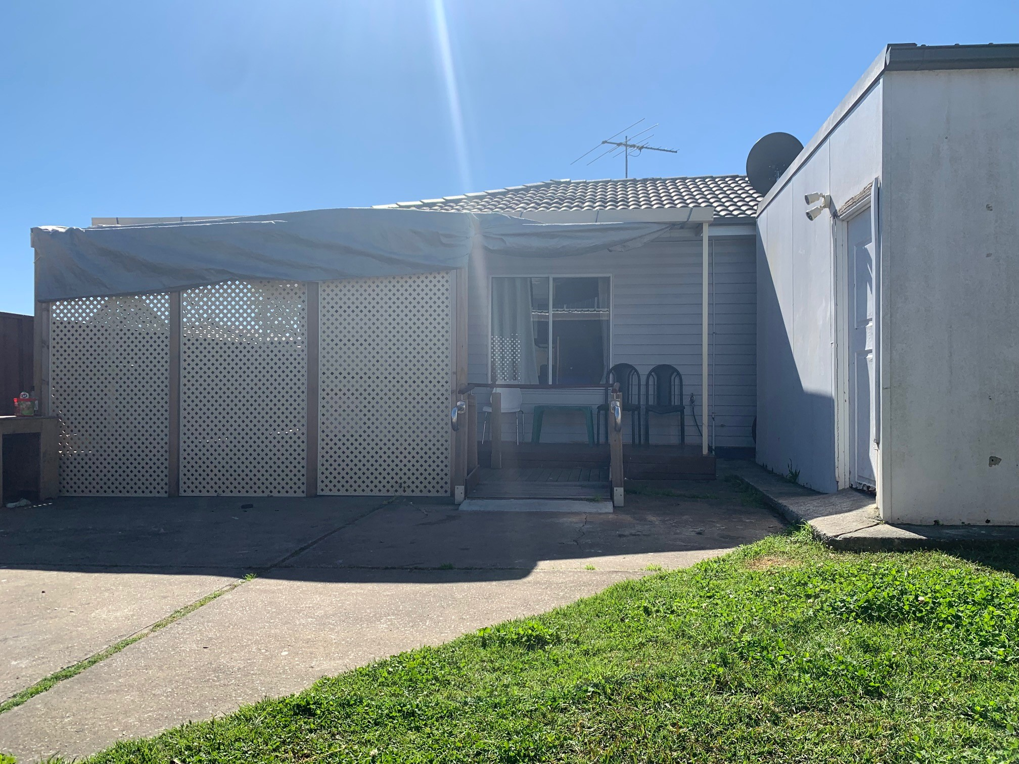 2 BEDROOM GRANNY FLAT FOR LEASE ALL BILLS INCLUDED