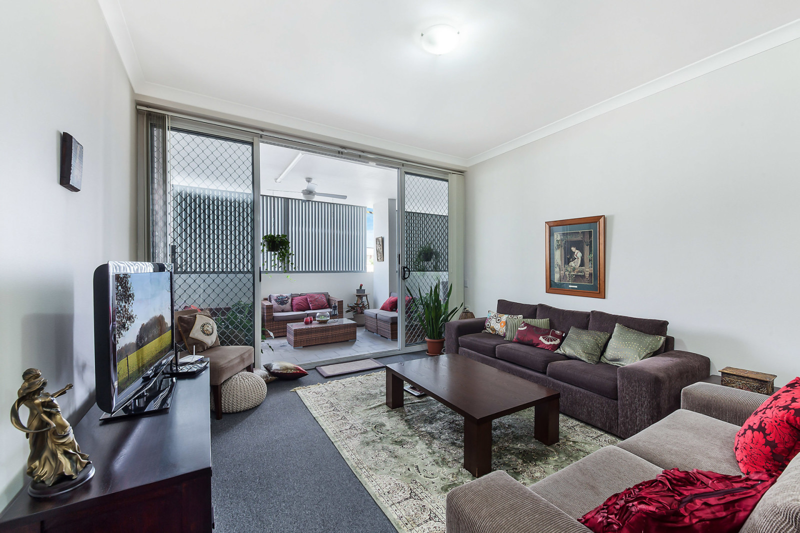 NORTH FACING AND SPACIOUS 2 BEDROOM UNIT