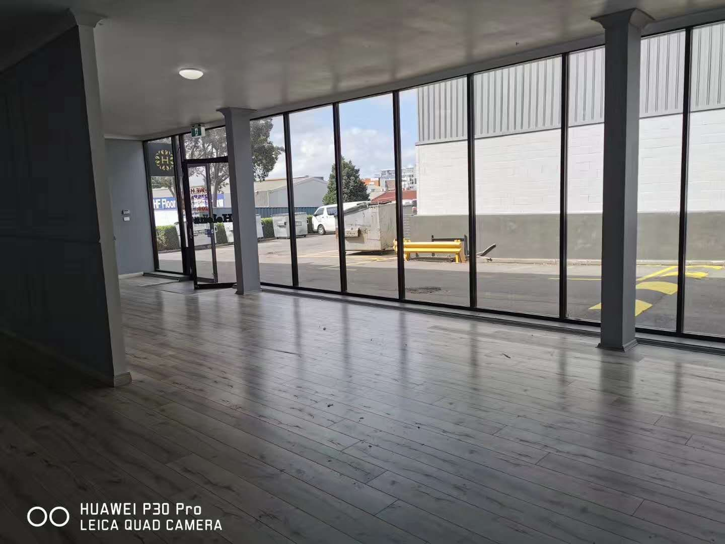 MODERN OFFICE AND SHOW ROOM FOR LEASE