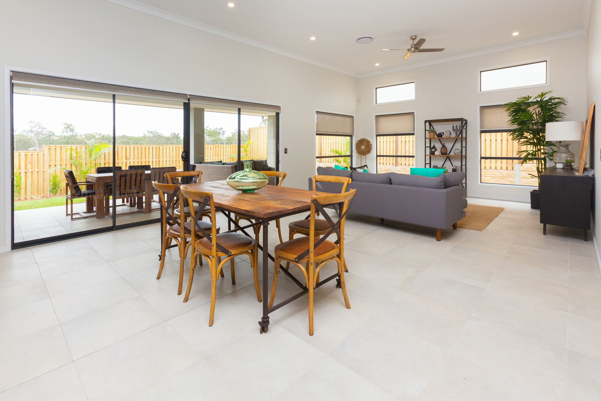 STYLISH BEACHSIDE 4 BED HOME - COOL OCEAN BREEZES