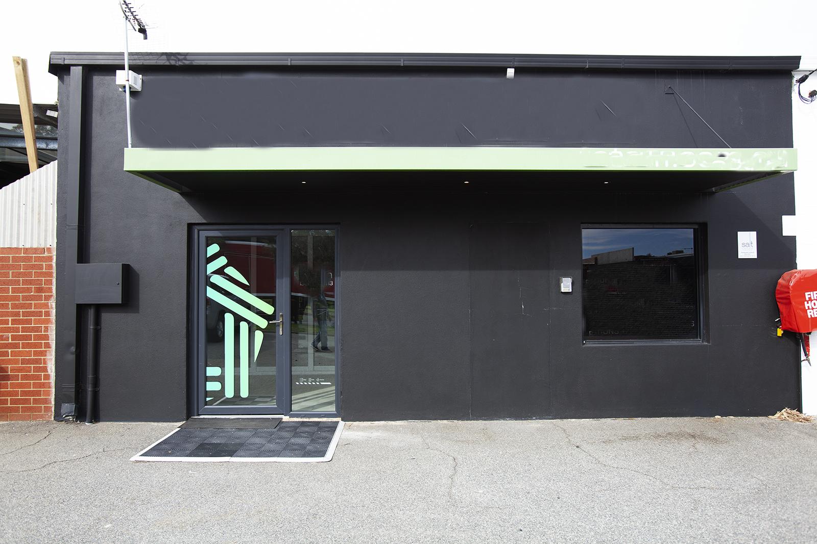 https://propertyphotos.vaultre.com.au/835/10045573__1595906102-10973-Mike1.jpg
