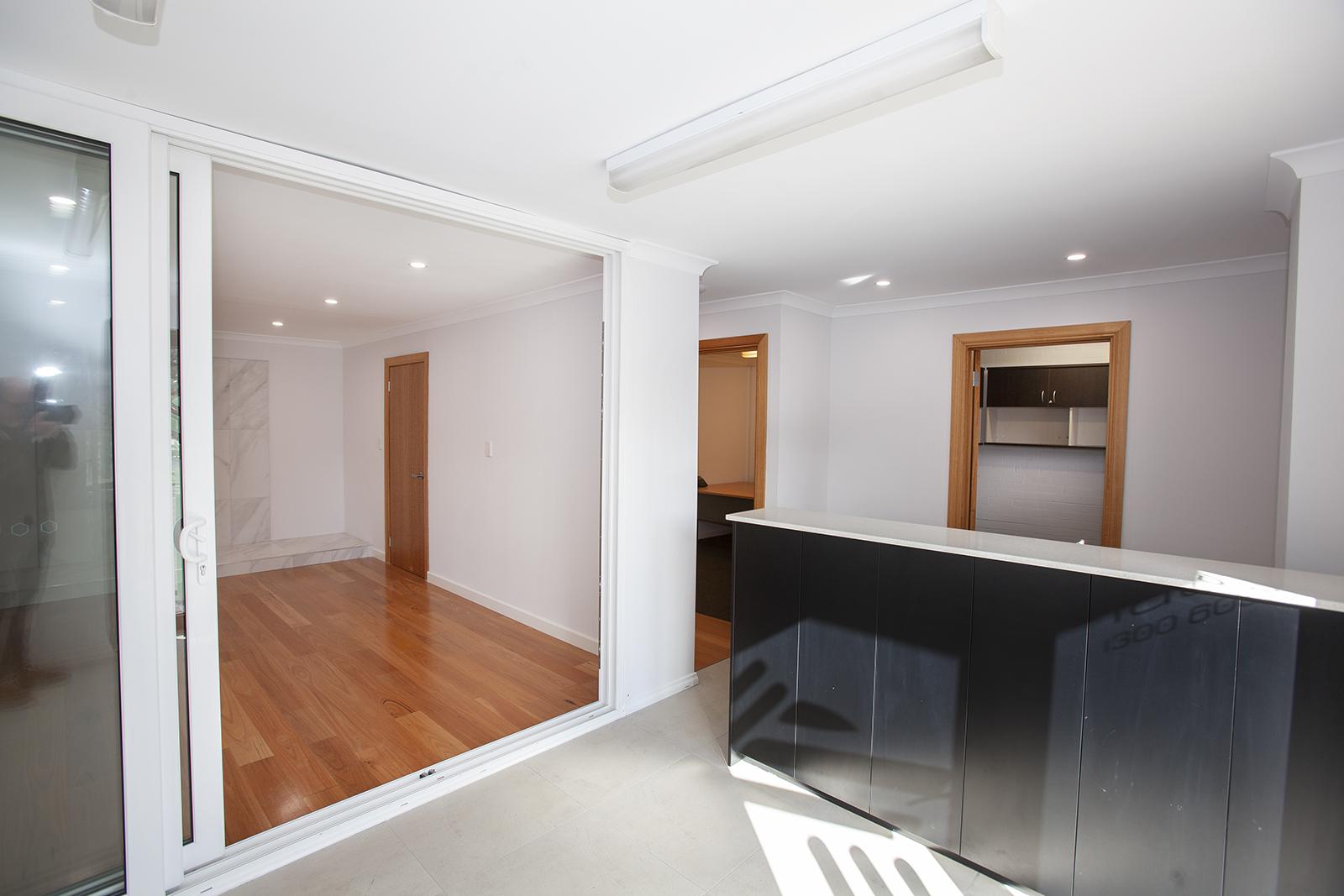 https://propertyphotos.vaultre.com.au/835/10045574__1595906104-2171-Mike2.jpg