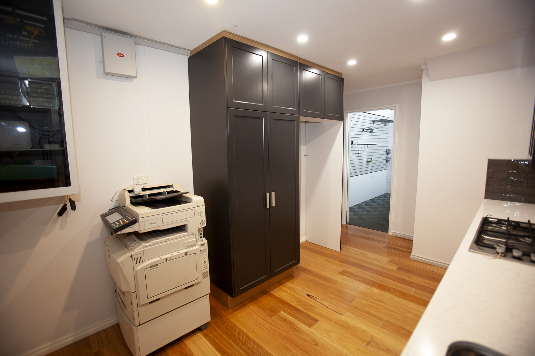 https://propertyphotos.vaultre.com.au/835/10045578__1595906111-11065-Mike6.jpg