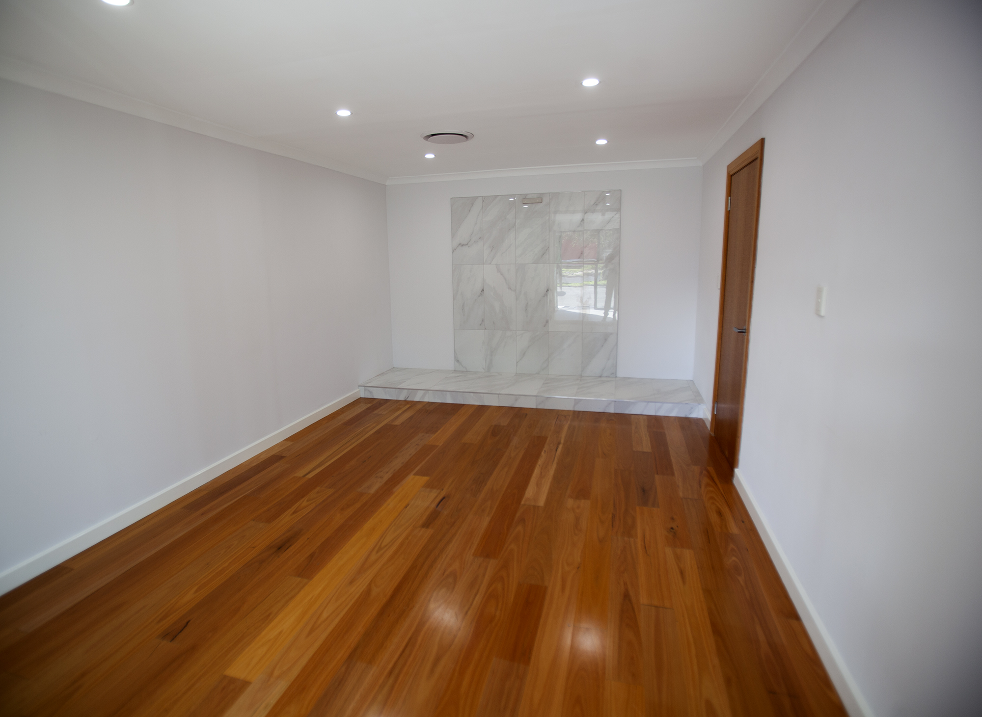 https://propertyphotos.vaultre.com.au/835/10045582__1595906119-2275-Mike14.jpg