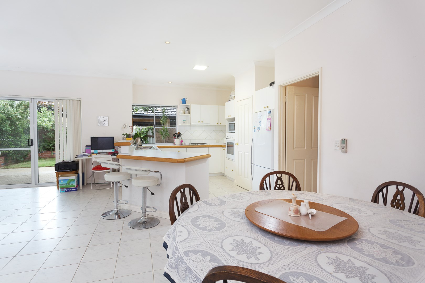 https://propertyphotos.vaultre.com.au/835/10194543__1596096186-25803-HIGH3aForbesStreetApplecross7of15.jpg