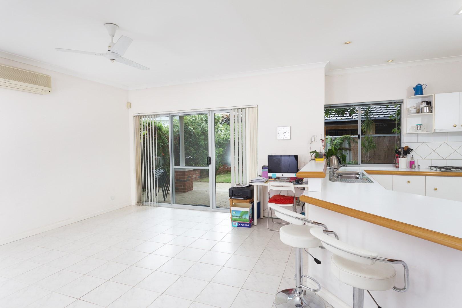 https://propertyphotos.vaultre.com.au/835/10194545__1596096191-25812-HIGH3aForbesStreetApplecross9of15.jpg