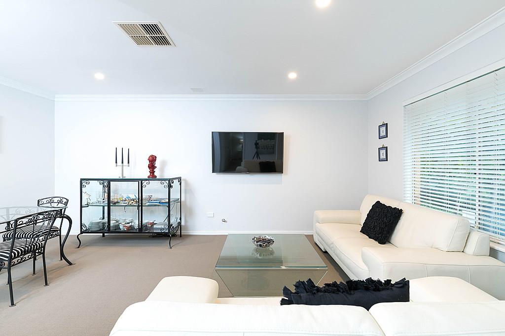 https://propertyphotos.vaultre.com.au/835/1024px.5266618__1587435912-6531-DSC3515.jpg