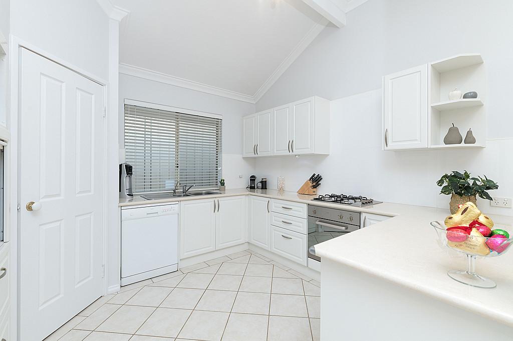 https://propertyphotos.vaultre.com.au/835/1024px.5266621__1587435918-5288-DSC3525.jpg