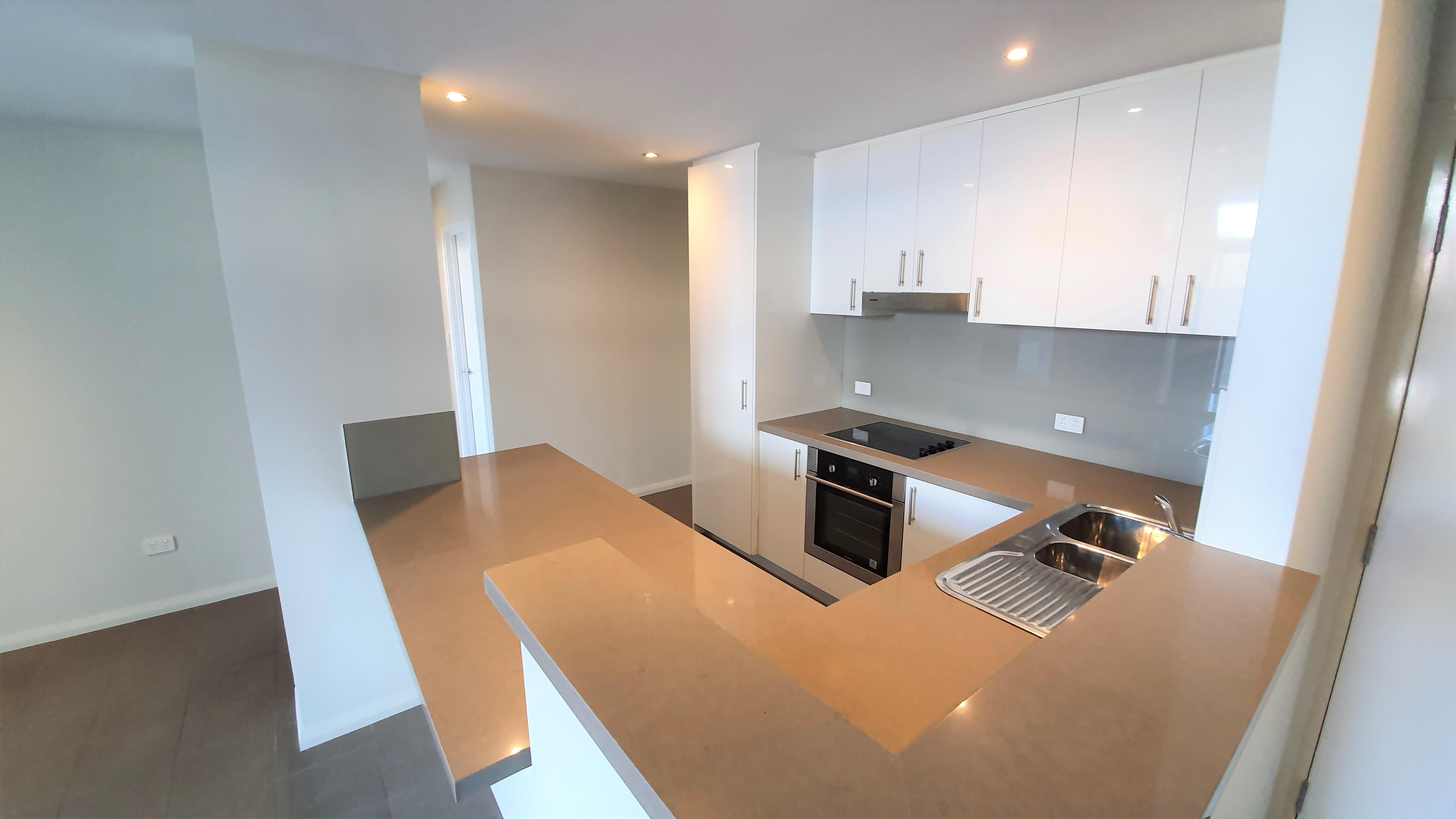https://propertyphotos.vaultre.com.au/835/11043287__1598062249-20262-01-Kitchen.jpg