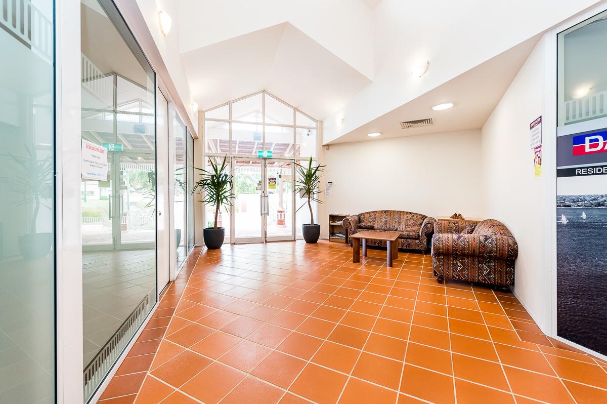 https://propertyphotos.vaultre.com.au/835/11551898__1598856925-29937-2A9A550CanningHighwayAttadale-10.jpg