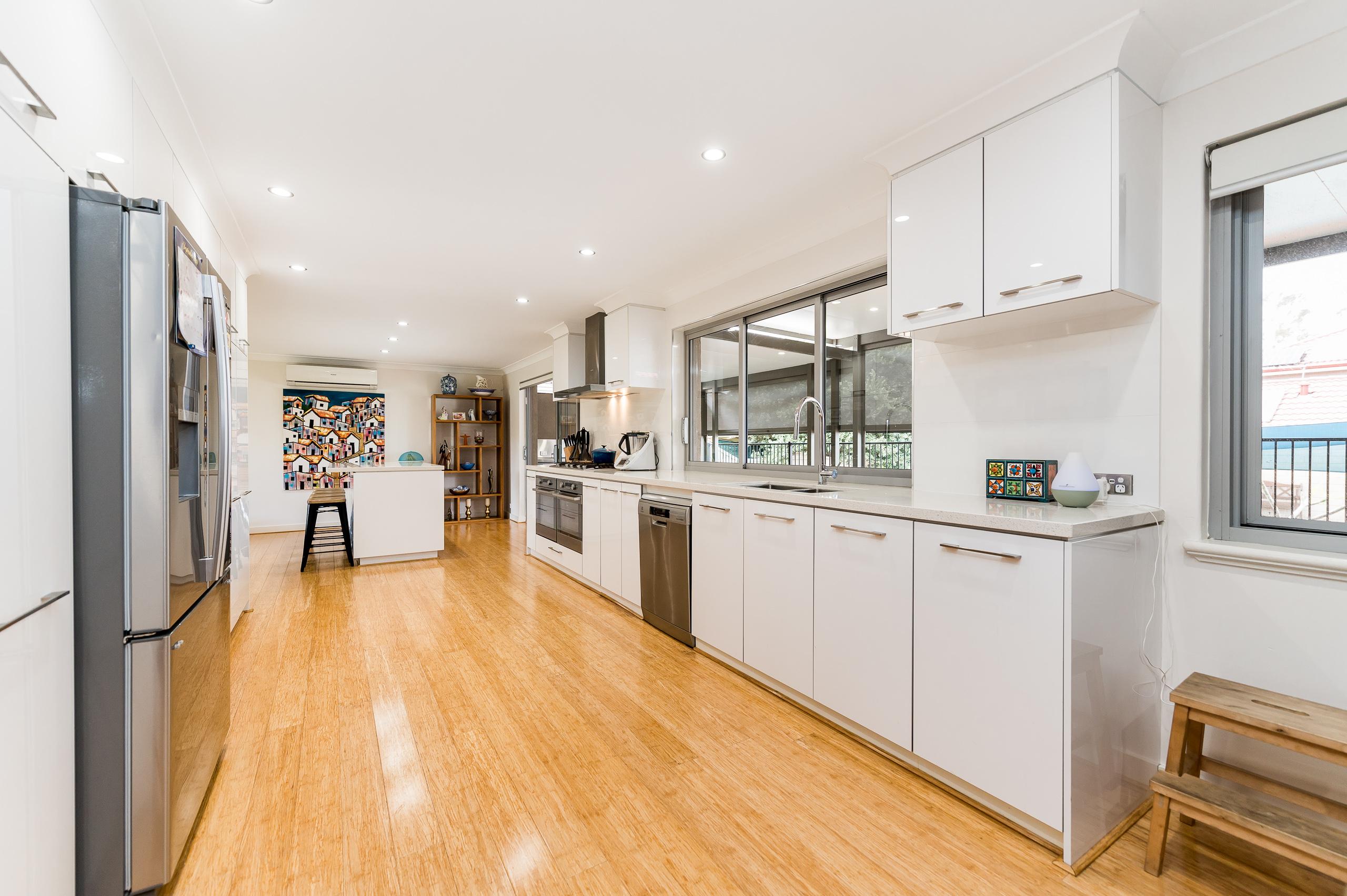https://propertyphotos.vaultre.com.au/835/12201156__1599801566-27735-43EarlstonPlaceBooragoon-8.jpg