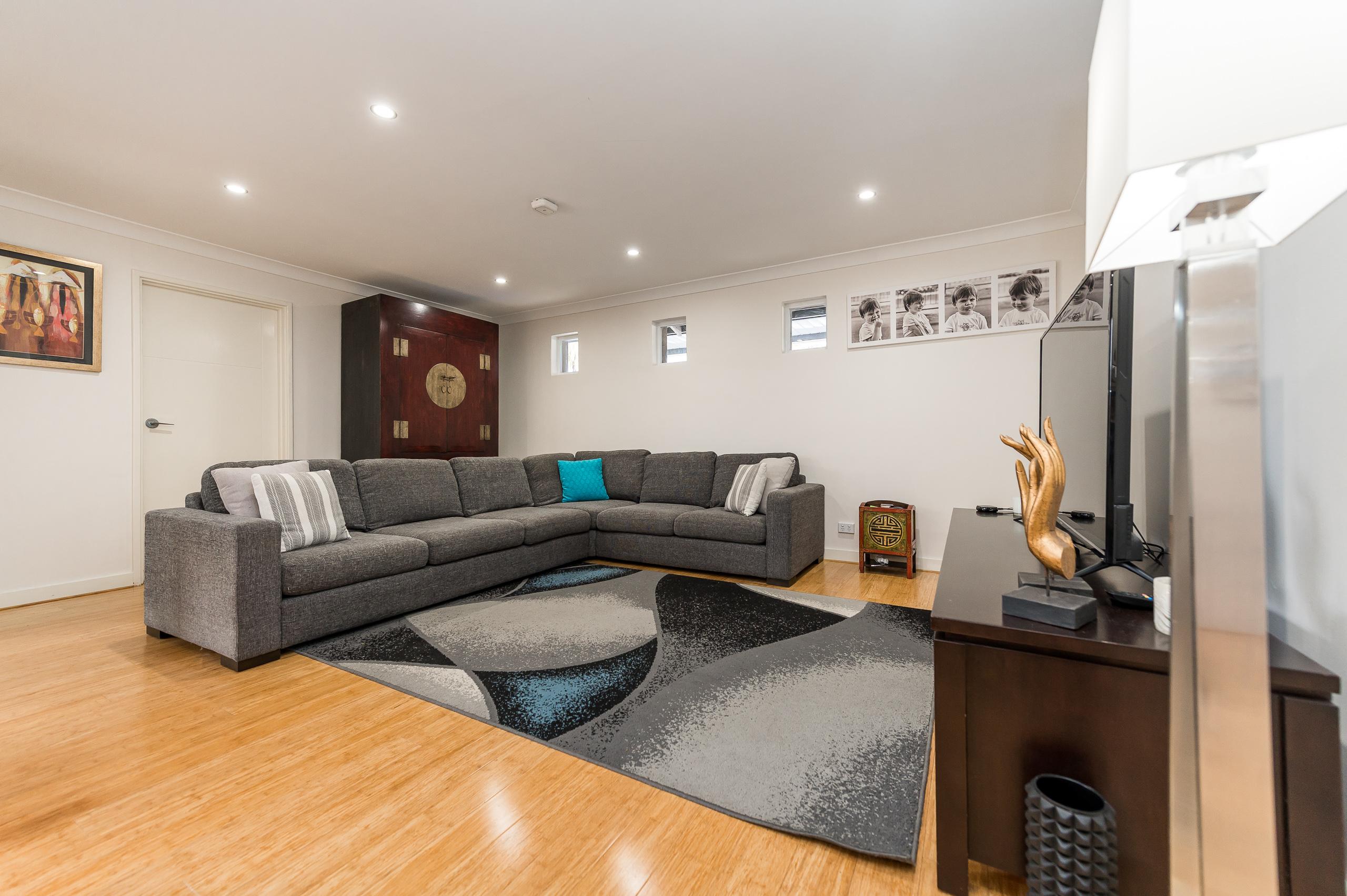 https://propertyphotos.vaultre.com.au/835/12201220__1599801818-27868-43EarlstonPlaceBooragoon-13.jpg