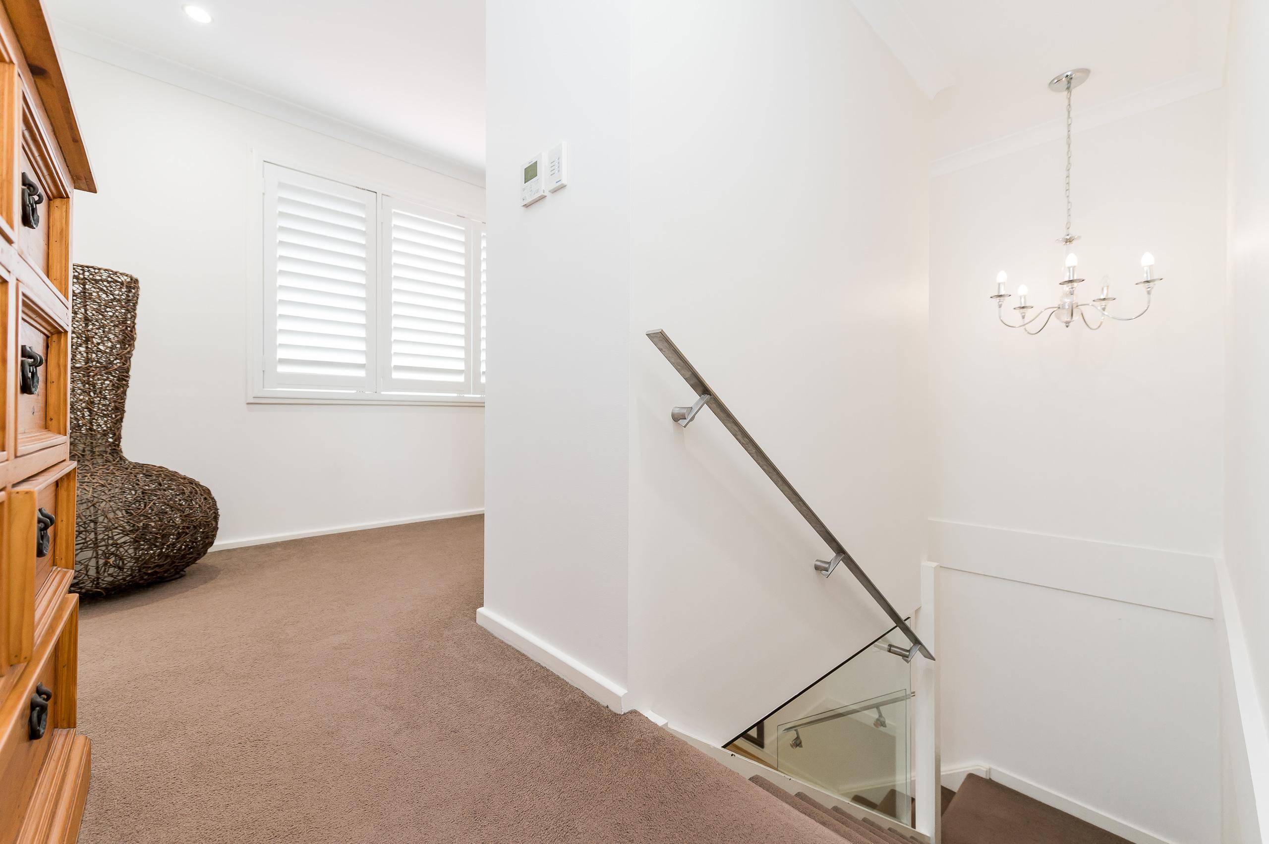 https://propertyphotos.vaultre.com.au/835/12201258__1599801997-27967-43EarlstonPlaceBooragoon-17.jpg