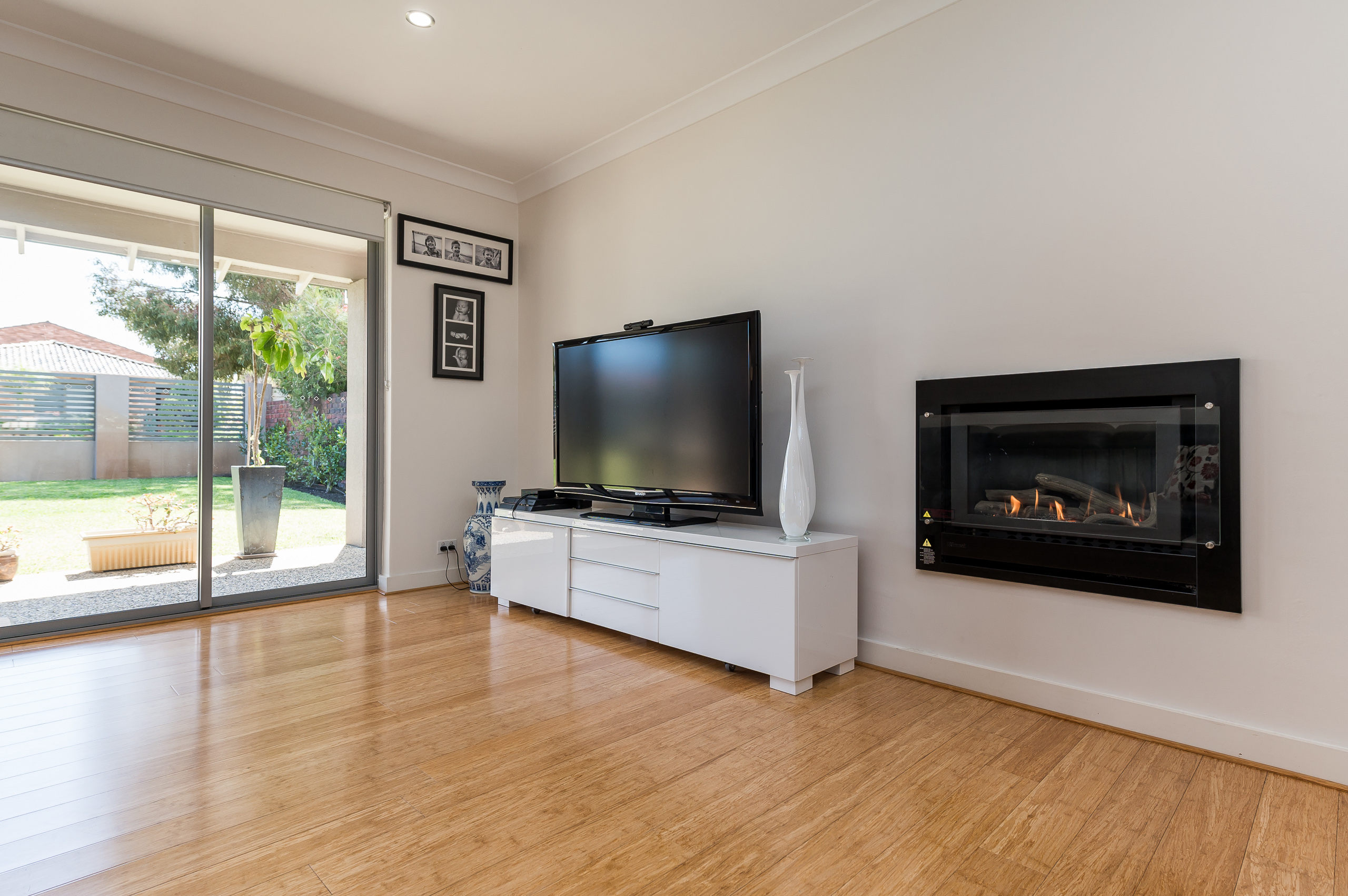 https://propertyphotos.vaultre.com.au/835/12201259__1599802010-28011-43EarlstonPlaceBooragoon-18.jpg