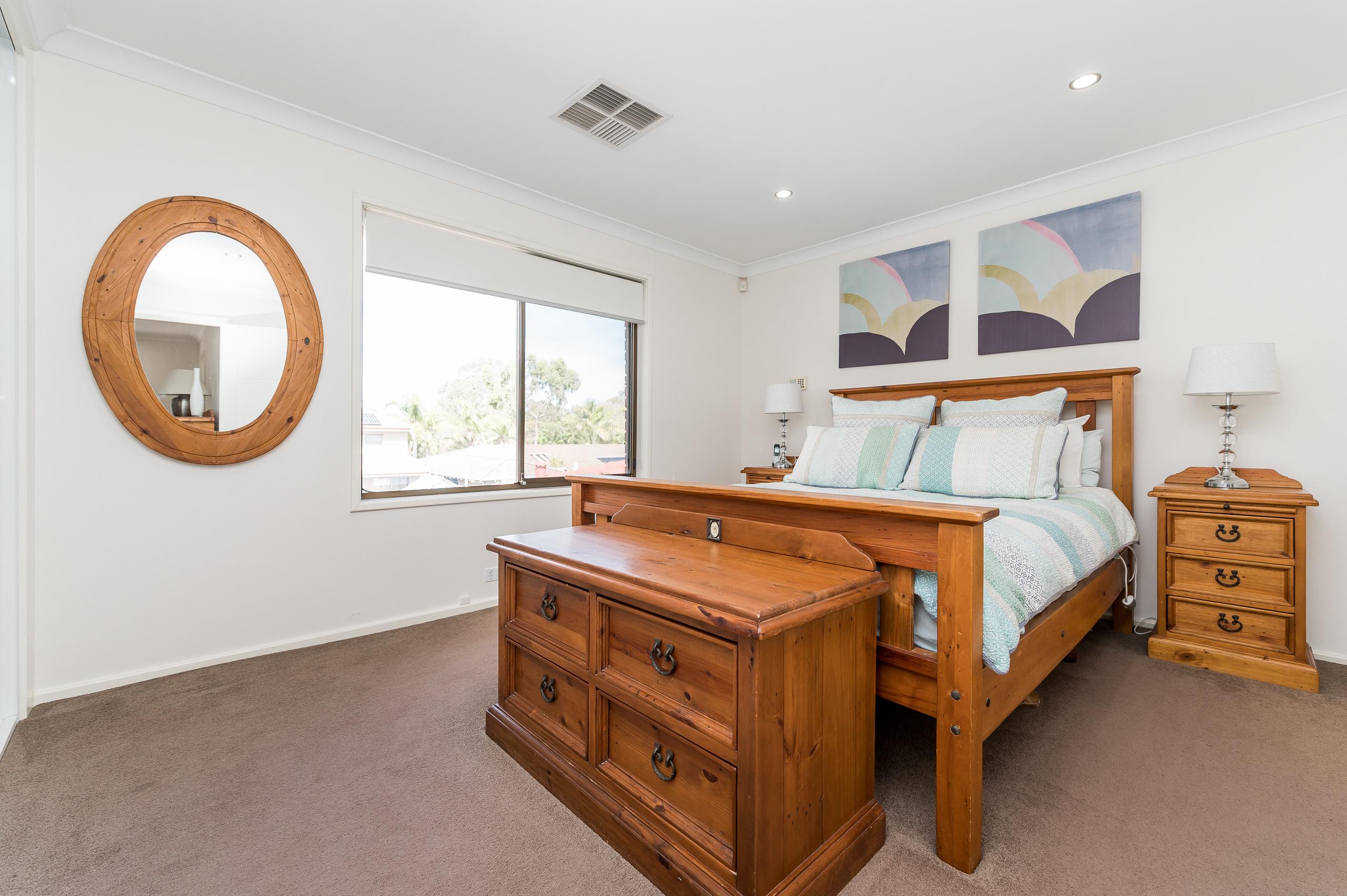 https://propertyphotos.vaultre.com.au/835/12201261__1599802025-28022-43EarlstonPlaceBooragoon-19.jpg