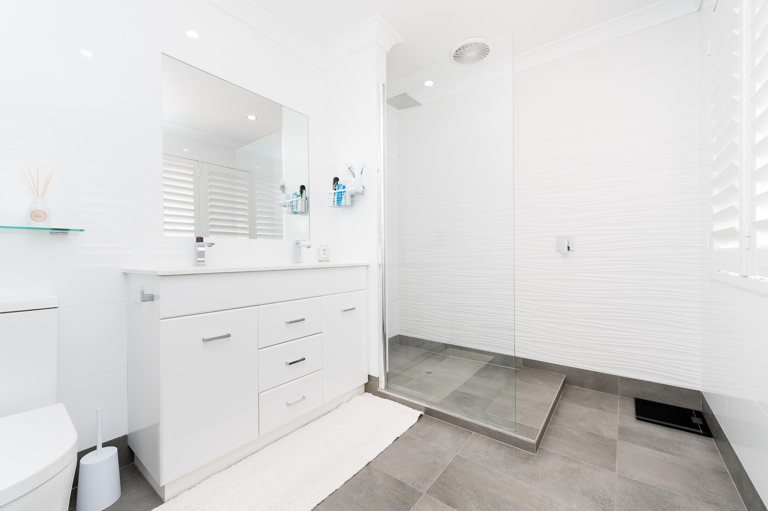 https://propertyphotos.vaultre.com.au/835/12201287__1599802136-28098-43EarlstonPlaceBooragoon-29.jpg