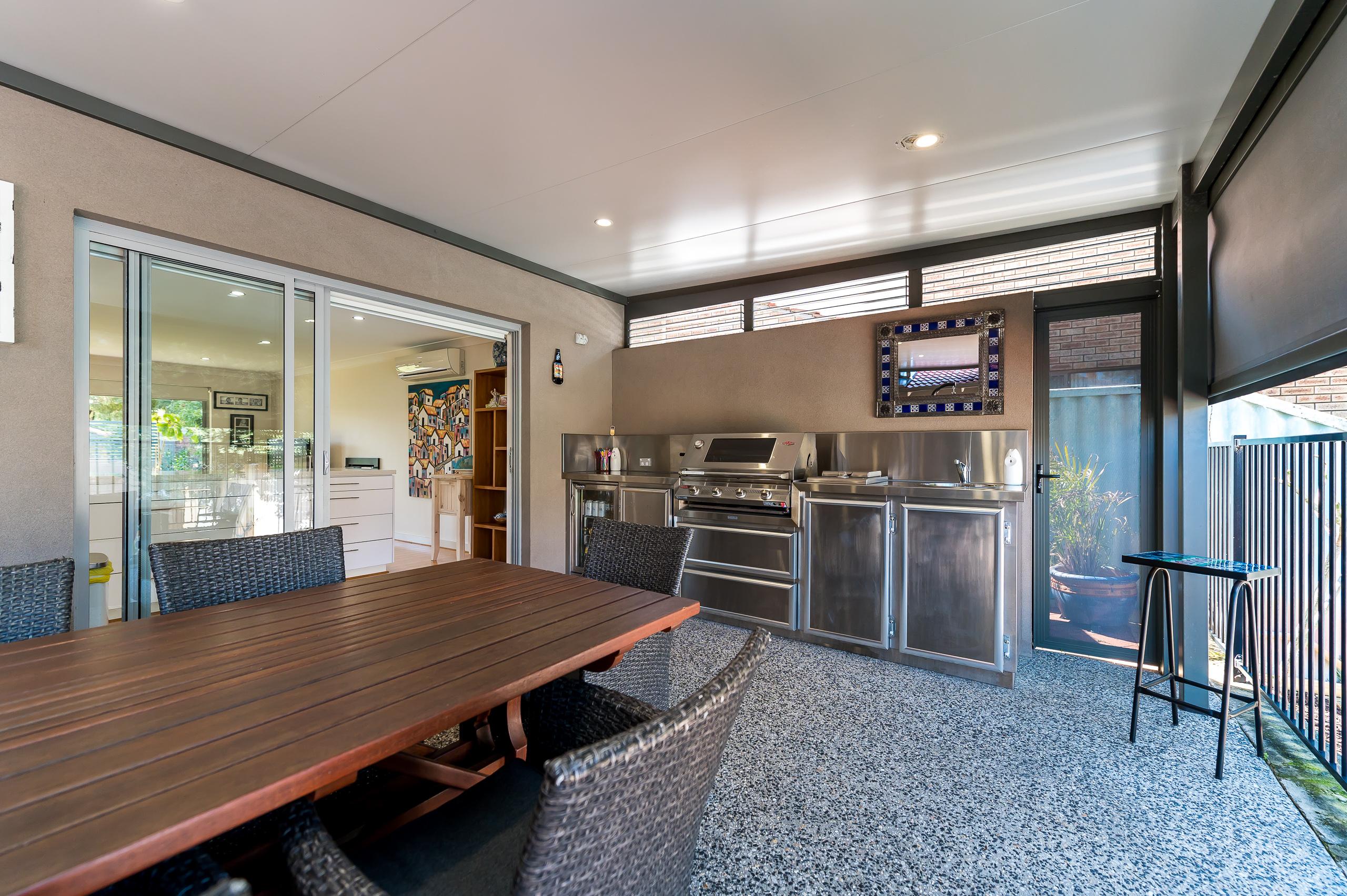 https://propertyphotos.vaultre.com.au/835/12201288__1599802157-28103-43EarlstonPlaceBooragoon-30.jpg