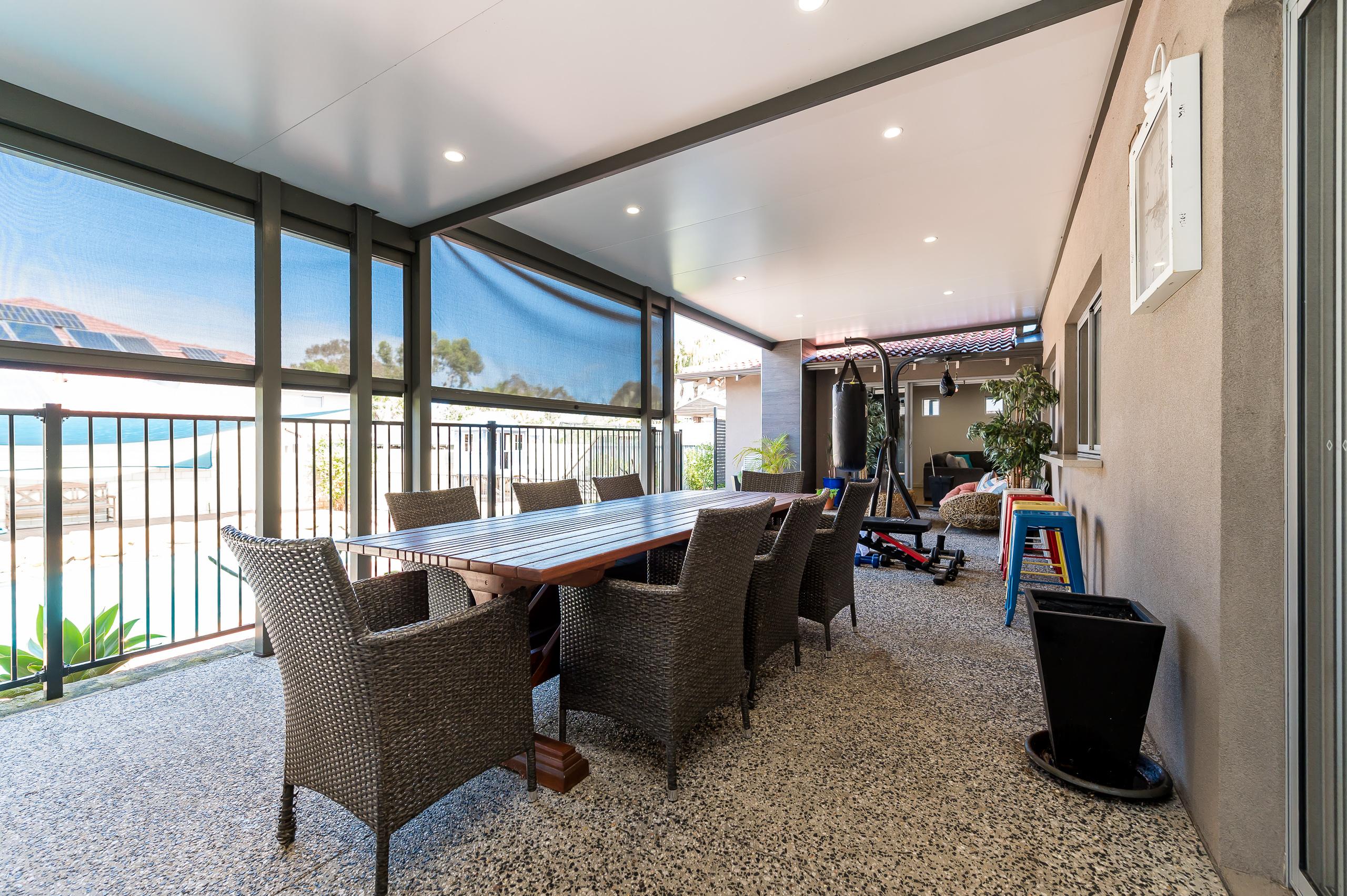 https://propertyphotos.vaultre.com.au/835/12201291__1599802181-28114-43EarlstonPlaceBooragoon-31.jpg