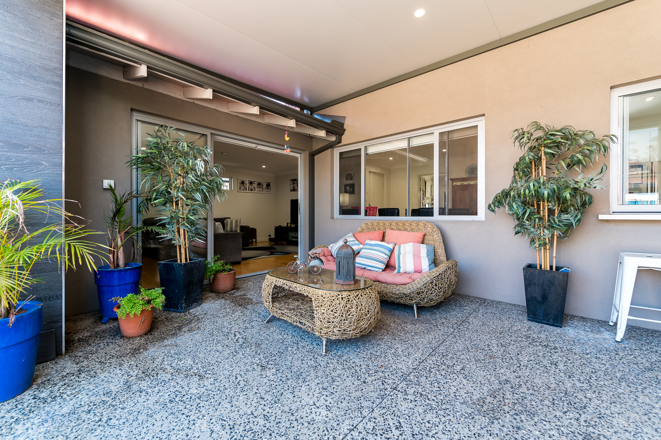 https://propertyphotos.vaultre.com.au/835/12201305__1599802231-28172-43EarlstonPlaceBooragoon-33.jpg