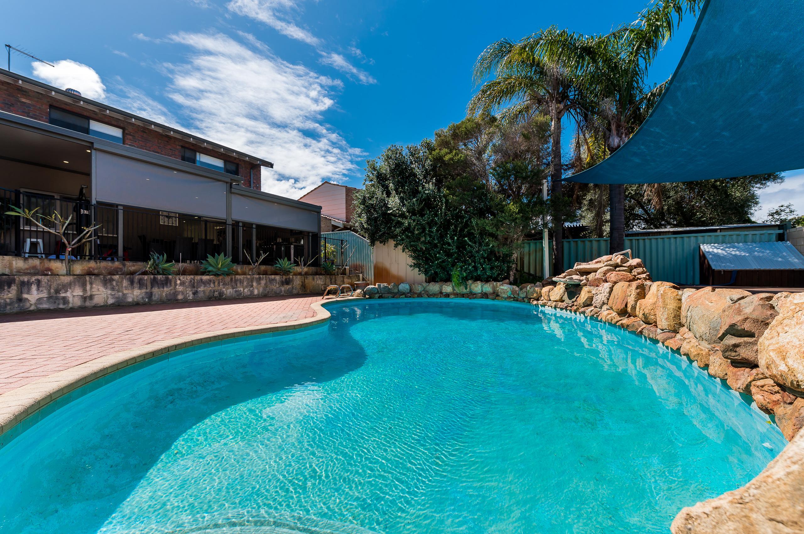 https://propertyphotos.vaultre.com.au/835/12203092__1599812376-32282-43EarlstonPlaceBooragoon-41.jpg