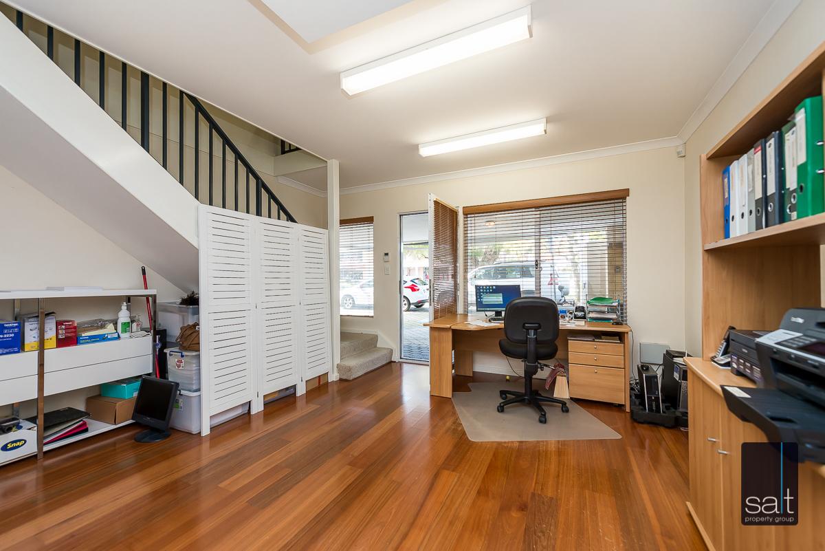 https://propertyphotos.vaultre.com.au/835/1403673__1569466162-31660-21782CanningHwyApplecross-7.jpg
