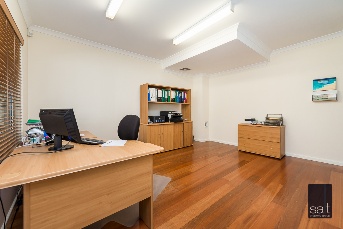 https://propertyphotos.vaultre.com.au/835/1403677__1569466163-24315-21782CanningHwyApplecross-8.jpg