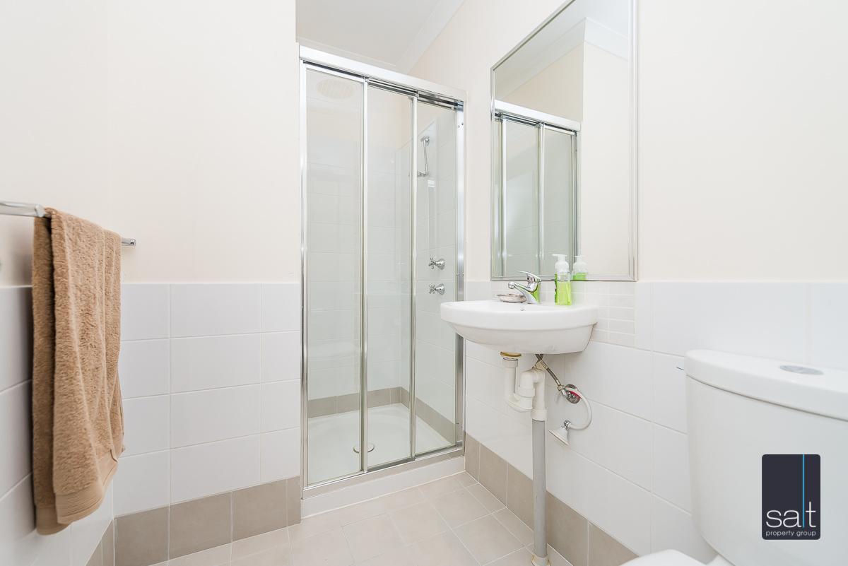 https://propertyphotos.vaultre.com.au/835/1403708__1569466168-14753-21782CanningHwyApplecross-15.jpg