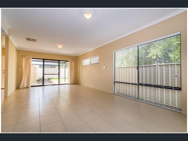 https://propertyphotos.vaultre.com.au/835/1407465__1569479262-21465-image2.jpg
