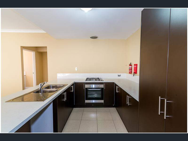 https://propertyphotos.vaultre.com.au/835/1407468__1569479279-30749-image5.jpg