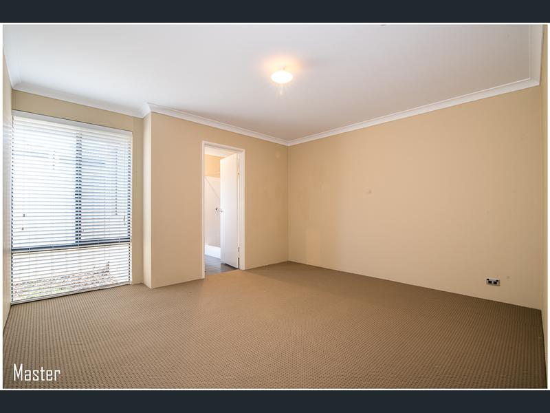 https://propertyphotos.vaultre.com.au/835/1407469__1569479282-30761-image7.jpg