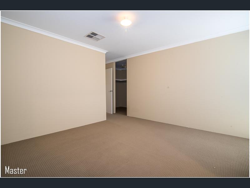 https://propertyphotos.vaultre.com.au/835/1407470__1569479285-21519-image8.jpg
